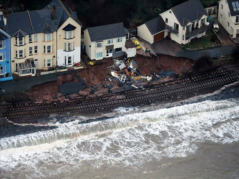 Dawlish railway: time-lapse for repair works following storm damages in February 2014