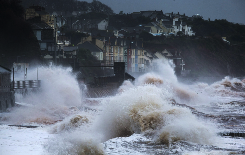 Dawlish seawall and railway line being destroyed by a storm in February 2014 (http://www.huffingtonpost.co.uk/2014/02/06/dawlish-railway-line_n_4735823.html)